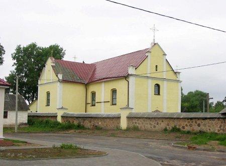 Kościół Trójcy Przenajświętszej. Budynek został wzniesiony jako zbór kalwiński w 1612 roku, w XIX wieku został przebudowany na kościół